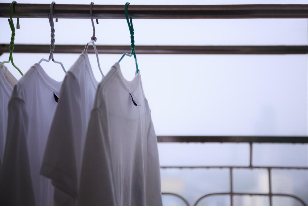 雨の日に外干しした洗濯物