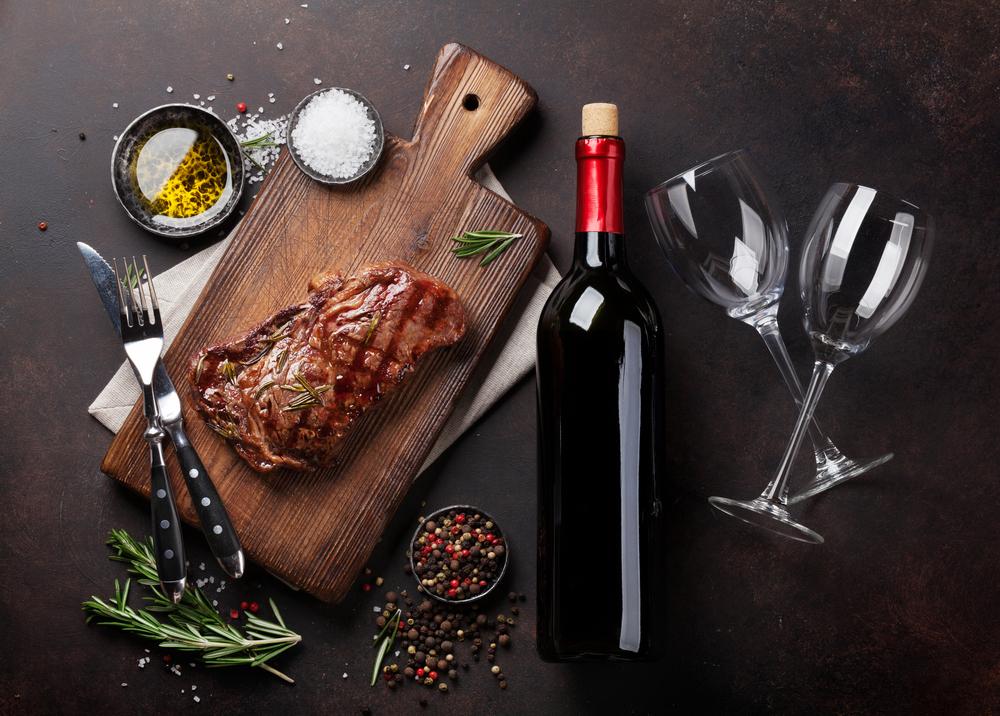ワインとお肉料理
