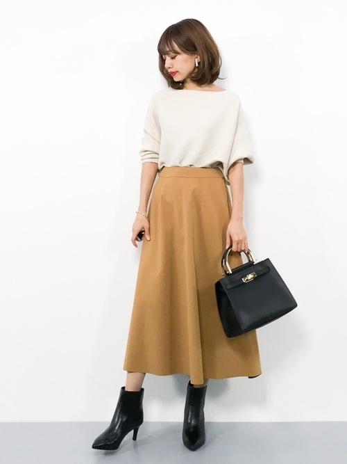 フレアスカートを使った雨の日デートの服装