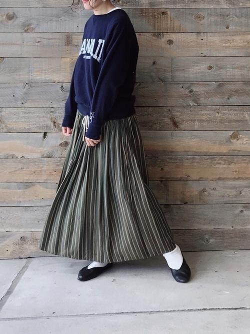 大人女子向け白ソックスコーデ◇ロングプリーツスカート◇【1】ラフコーデをクラシカルに