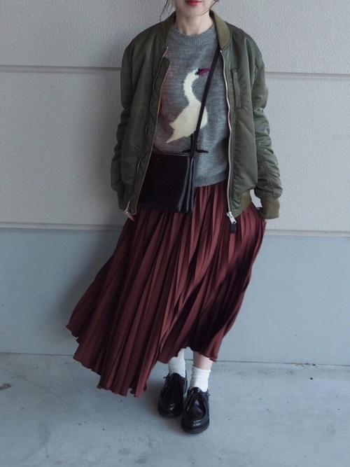 大人女子向け白ソックスコーデ◇ロングプリーツスカート◇【2】ミリタリージャケットで甘辛に