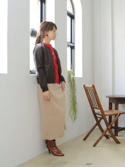 ロングスカートを使った50代のショートブーツコーデ