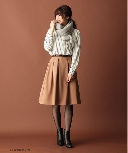 シャツ×フレアスカート