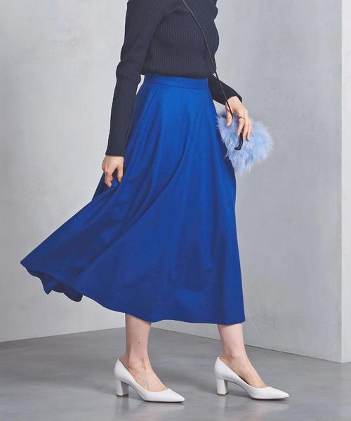 ブルーのスカート