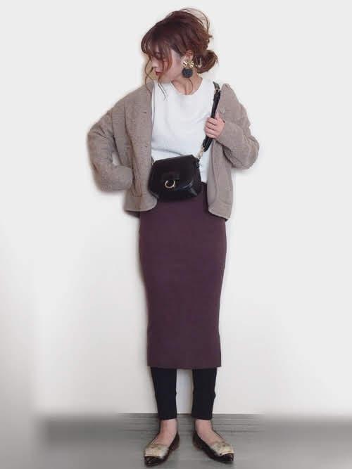 レギンスに合う靴を使ったコーデ【6】■秋■20~30代におすすめ:ポインテッドトゥパンプス