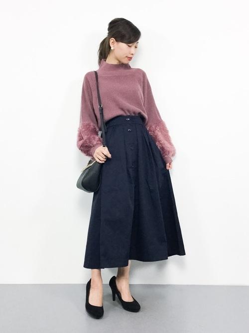 ピンクトップス×ネイビースカート