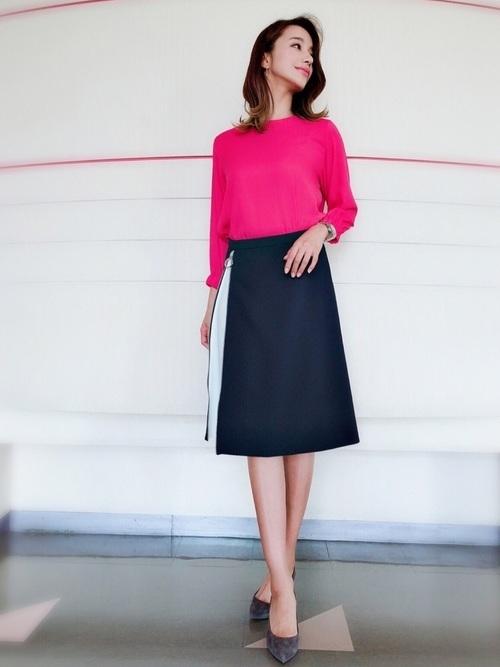 ピンクブラウス×ネイビースカート