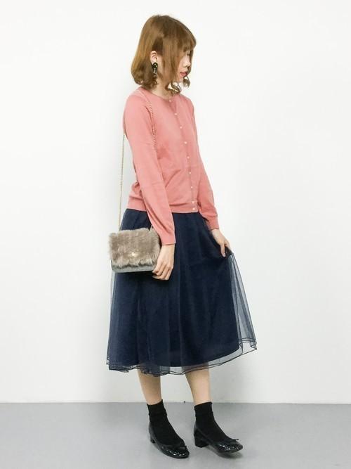 ピンクカーディガン×ネイビースカート