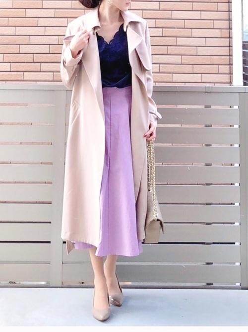 ネイビーブラウス×ピンクのロングスカート