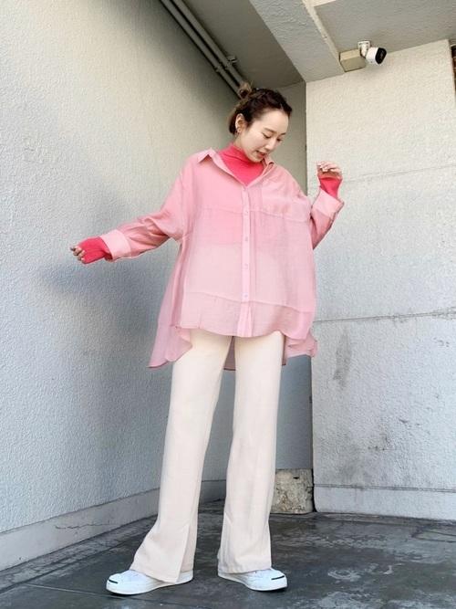 ピンクシャツを使ったフューシャピンクコーデ