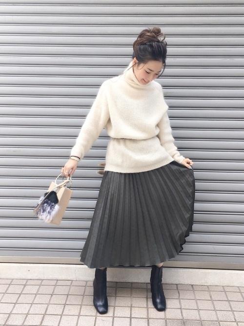 タートルニット×スエードプリーツスカート