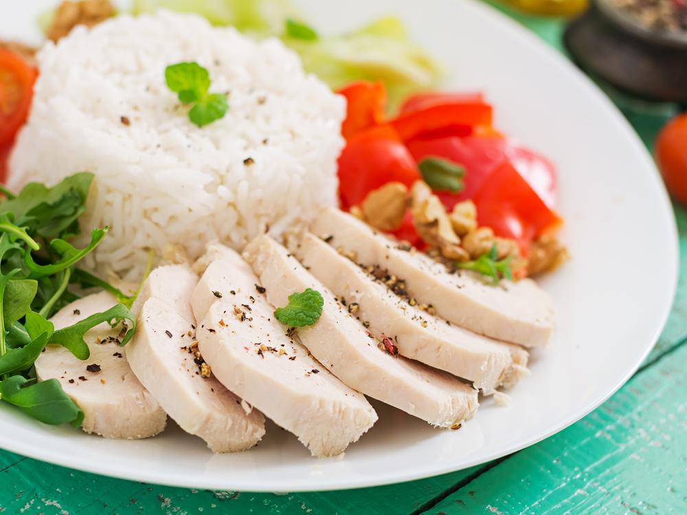 蒸し鶏とご飯