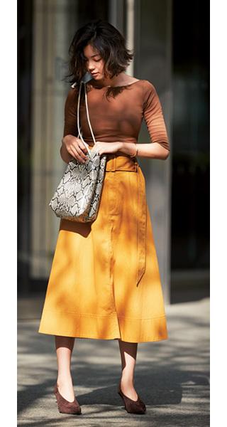 マスタード色スカートの秋コーデ