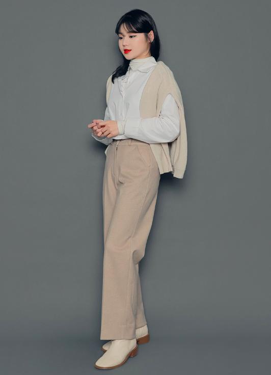 シンプルな服装の写真