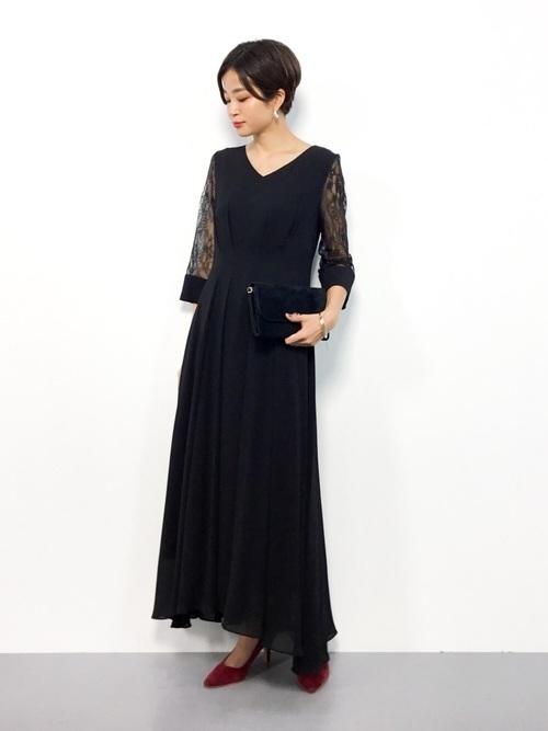 黒ワンピースを使ったカジュアルパーティーの服装