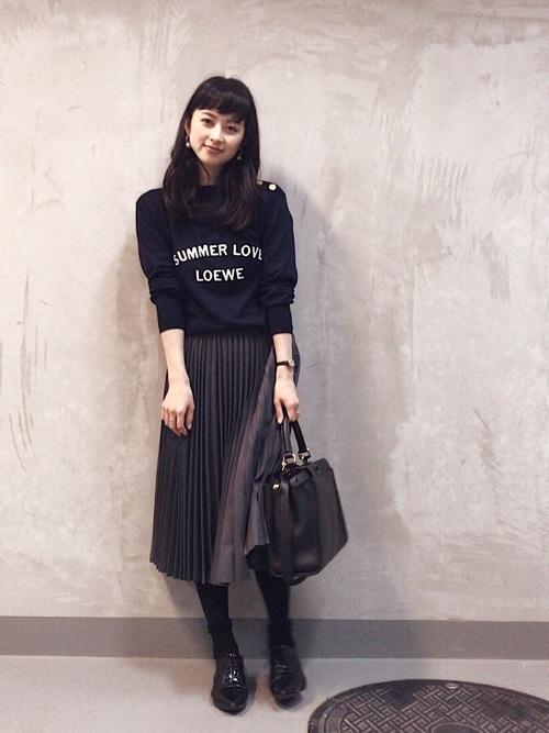 ロゴニット×プリーツスカート