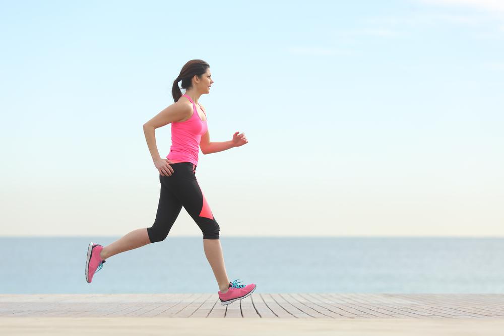 運動不足を解消している寝つきが悪い女性