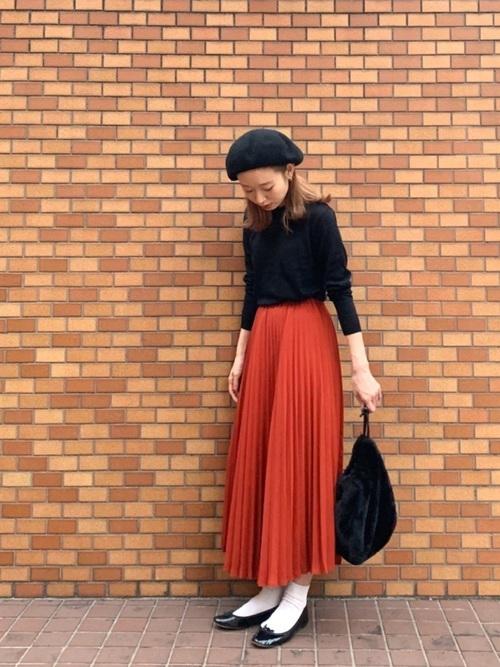 シンプルニット×プリーツスカート