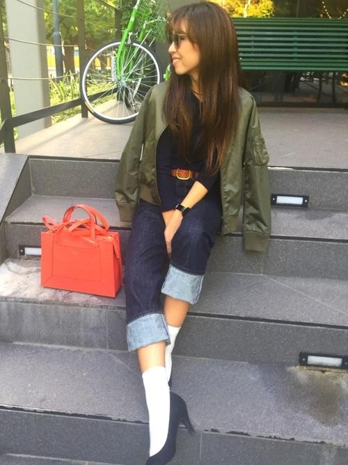 MA-1×オレンジのバッグ