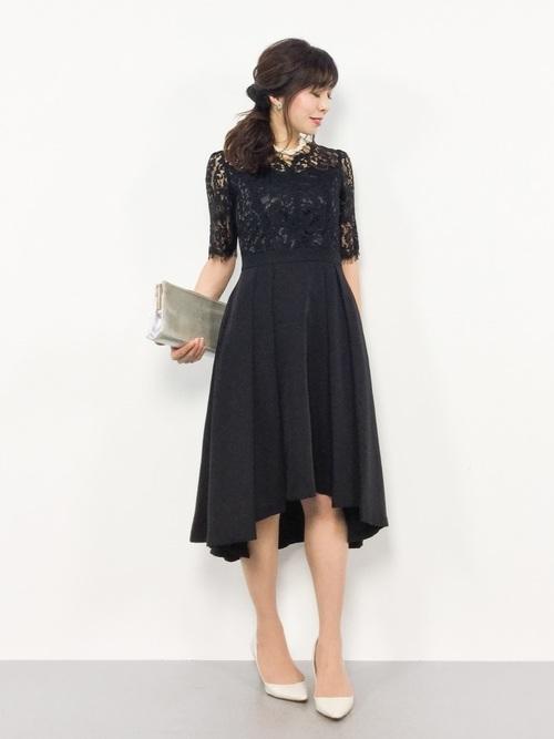黒ドレスを使った創立記念パーティーの服装