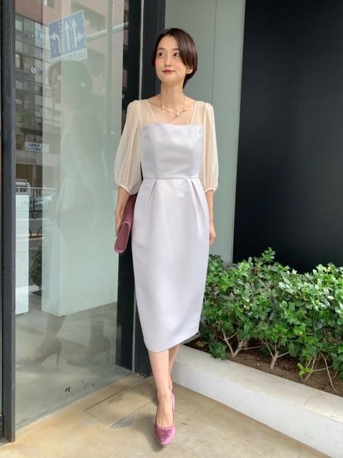 シアースリーブドレスを使った創立記念パーティーの服装