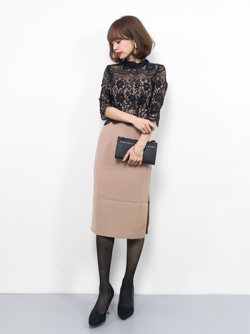 タイトスカートを使った創立記念パーティーの服装