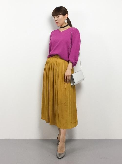 サフランカラースカートのコーデ