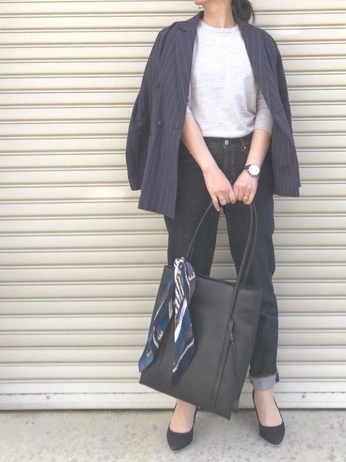 紺のストライプジャケットコーデ