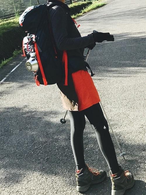 赤×黒のクールタイツコーデ