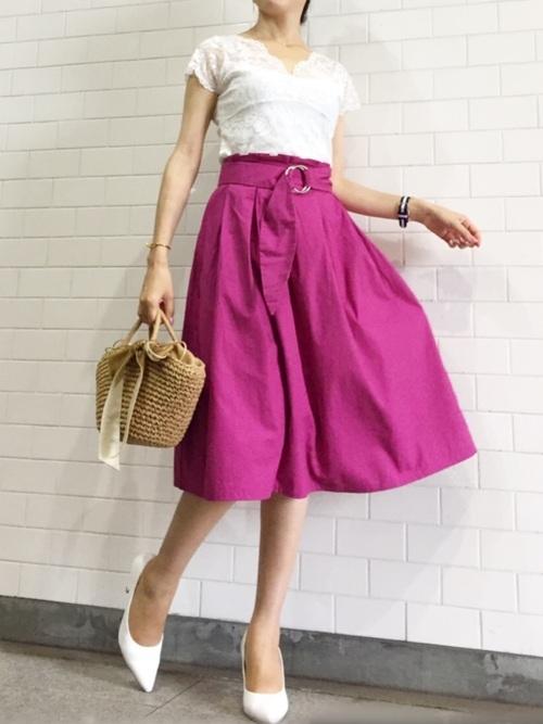 ピンクのスカート