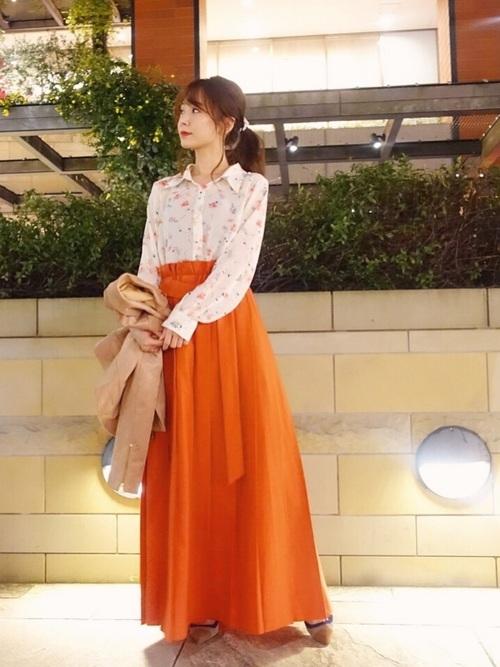 花柄ブラウス×オレンジスカート
