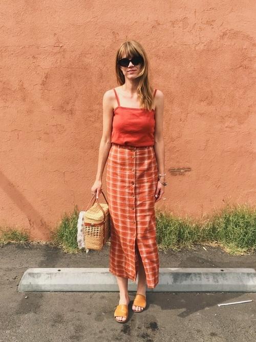 キャミソール×オレンジスカート