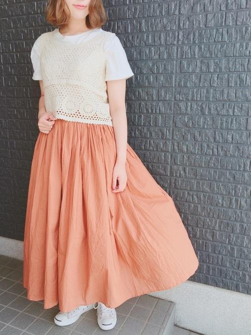 サマーニット×オレンジスカート