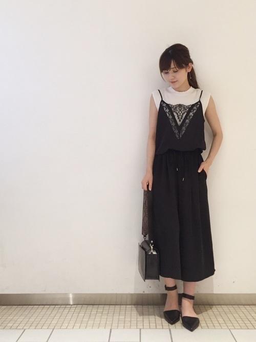 黒のキャミ×黒キュロットコーデ