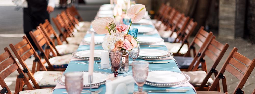 披露宴会場のテーブル