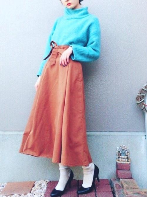 カラーニットとAラインスカート