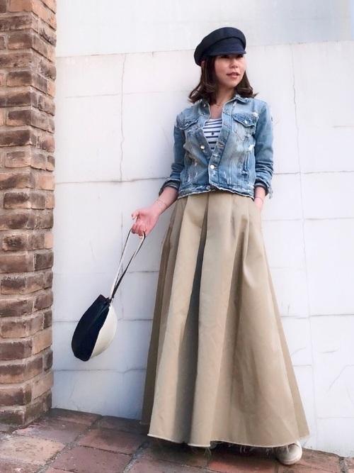 デニムジャケットとAラインスカート