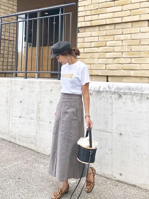 Tシャツとフレアスカート