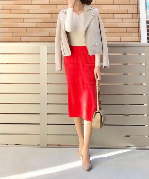 鮮やかなAラインスカートコーデ