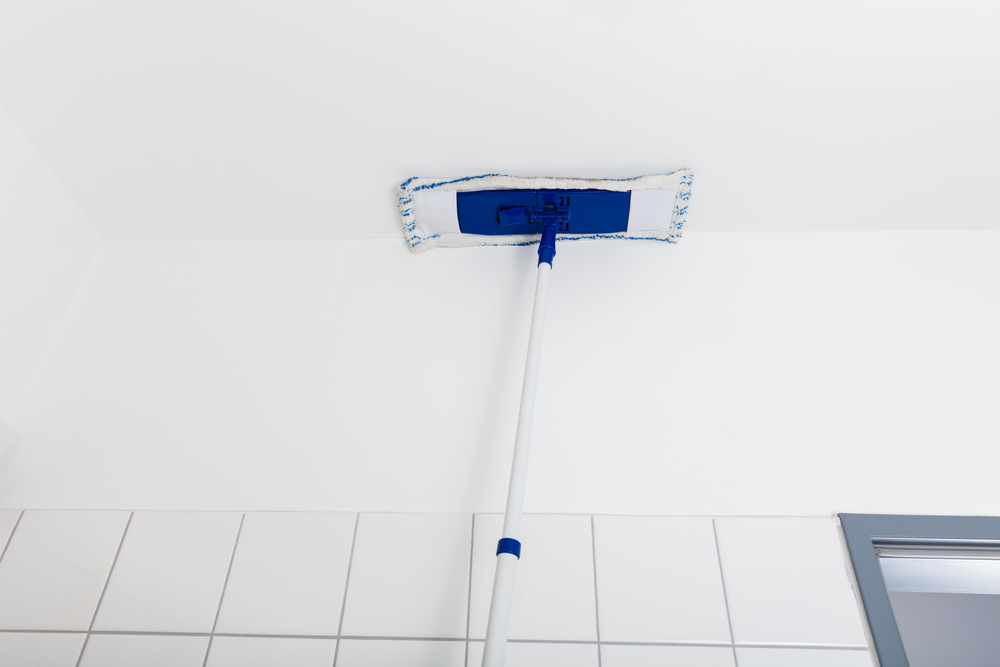 お風呂場の天井掃除