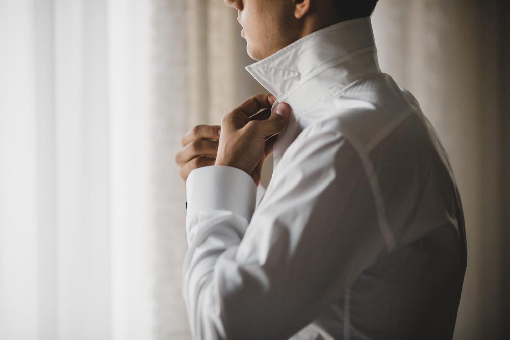 白のドレスシャツ
