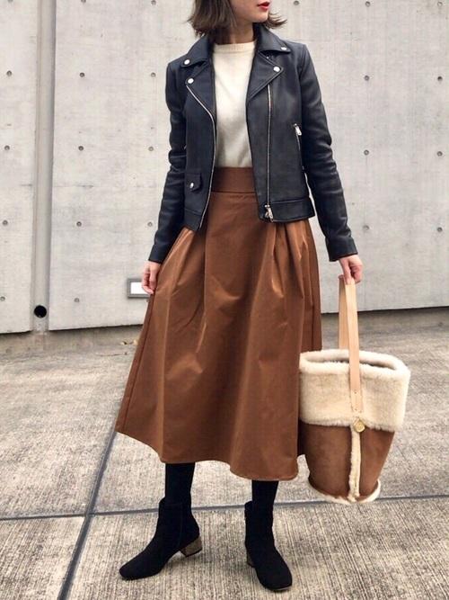 茶色スカート×ライダースのコーデ