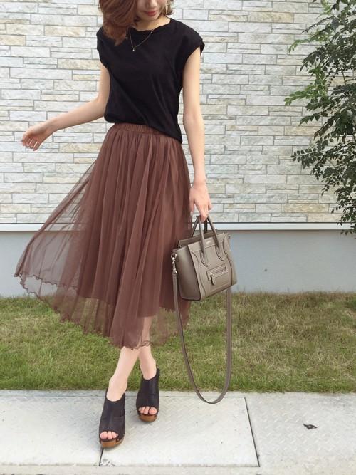 茶色のチュールスカート