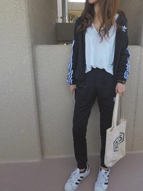 アディダスのジャージを使った大学生の体育の服装