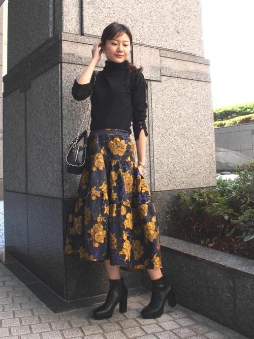 フレアスカートを使った厚底ブーツコーデ