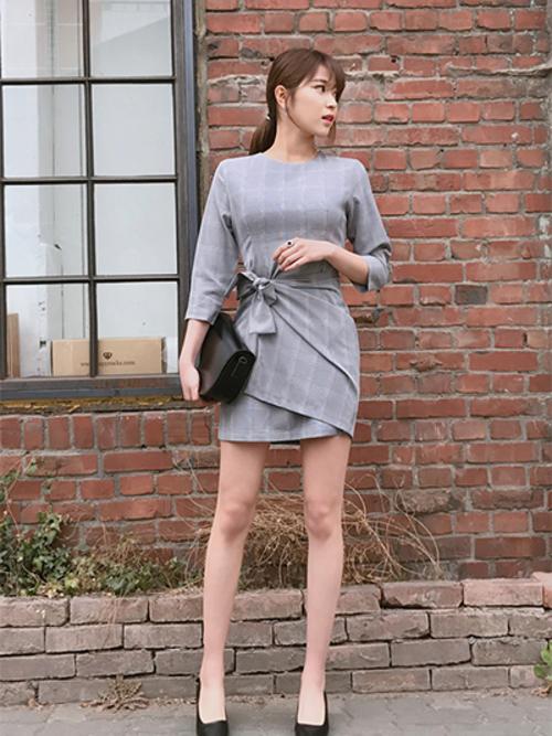 韓国のクラブに合ったチェックワンピースを使った服装