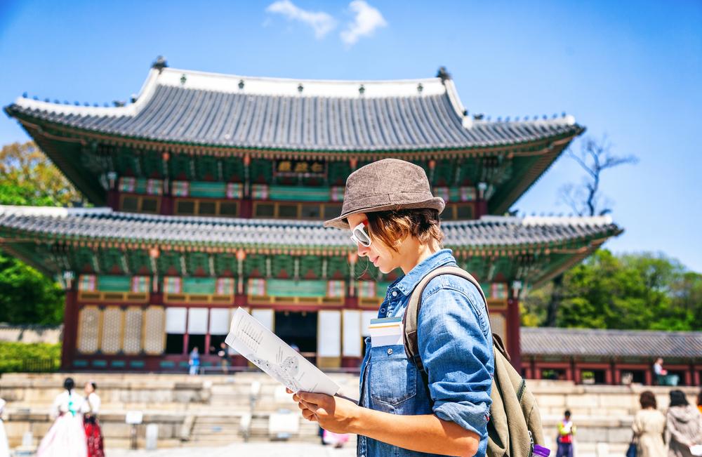 韓国旅行をする女性
