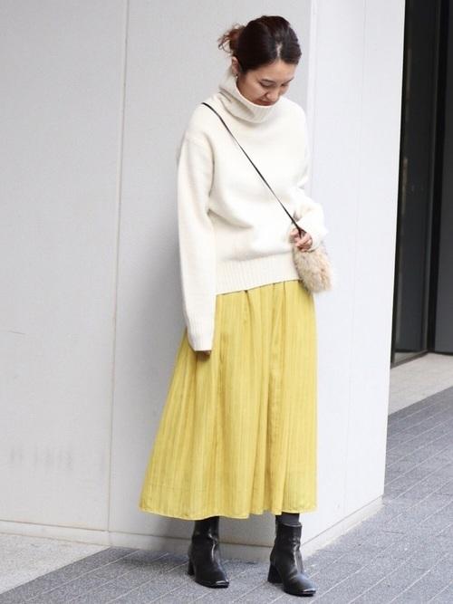 レモンイエローのスカート