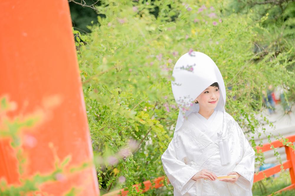 白無垢を着ている女性