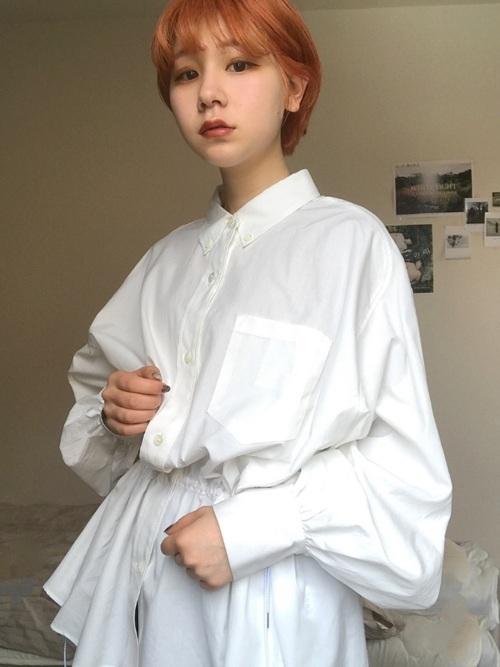 バルーン袖シャツの写真